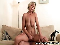 Sexy mature reverse cow girl